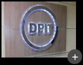 Letreiro de inox polido iluminado com leds e instalado no escritório do grupo Bradesco - DPI , modelo anterior da empresa