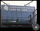Letreiro da igreja evangélica, comunidade Leão de Judá completo de aço inox com técnicas de instalação de grande porte devido a altura na fachada em vidro