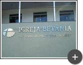 Letreiro pata igreja evangélica pentecostal Betânia com letras e logotipo de inox em formato circular e triangular