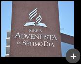 Letreiro com logotipo para igreja Adventista do Sétimo Dia, fabricado e instalado na fachada