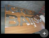 Letreiro para igreja evangélica Batista sendo produzido com letras caixa alta de aço inox escovado com alto brilho