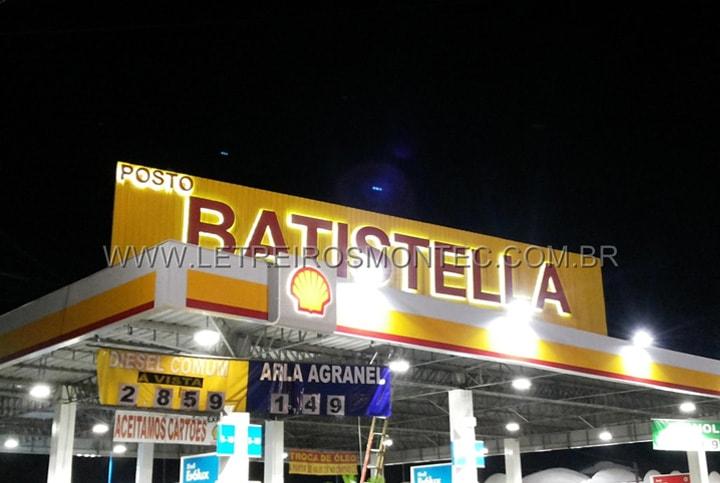 Letreiro para estabelecimento comercial com leds, instalado no posto de gasolina