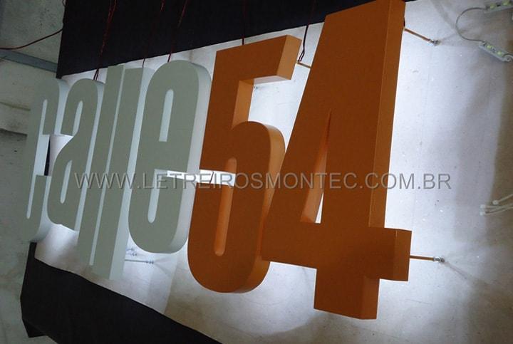Letreiro para fachada luminosa com leds para a iluminação do restaurante Calle 54