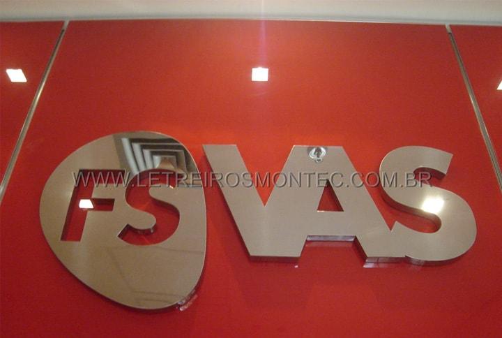 Letreiro de recepção para escritório de tecnologia e segurança em aço inox