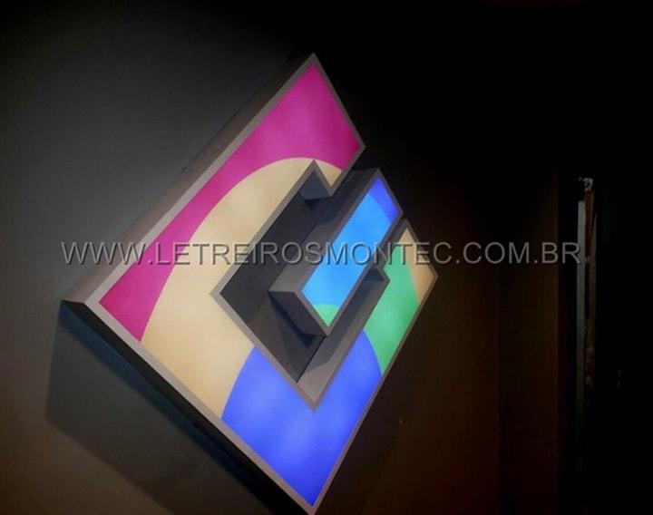 Letreiro luminoso de acrílico e leds para escritório de tecnologia