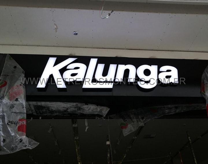 Letreiro Kalunga luminoso de acrílico com leds